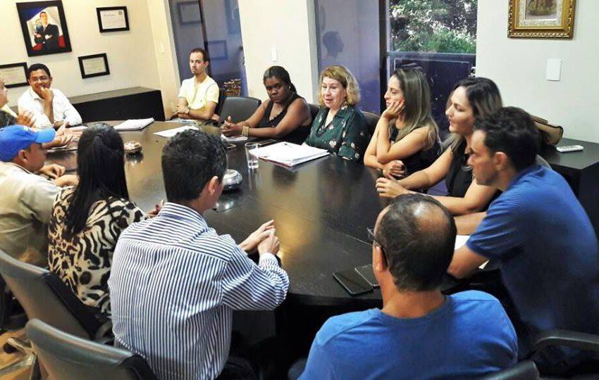 Prefeitura se compromete efetivar agentes de saúde de Itumbiara