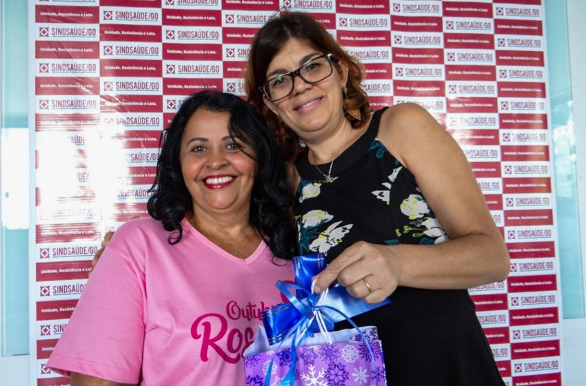 SORTEIO: segunda ganhadora retira prêmio na sede do Sindsaúde