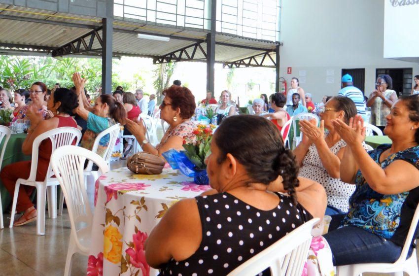 Mais uma edição da festa dos aposentados ocorre no clube do Sindsaúde