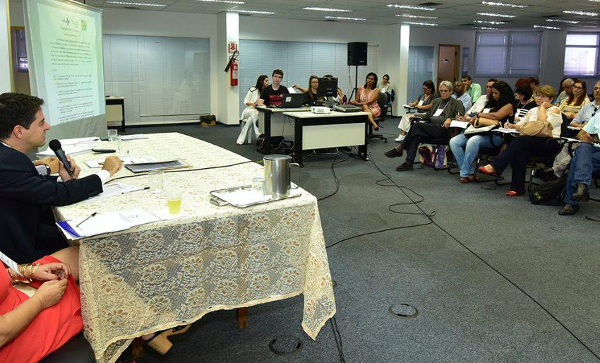 Secretário de Saúde fala sobre concurso e gastos com OSs em encontro com conselheiros