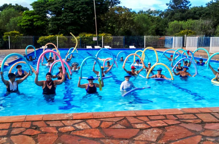 Venha fazer aula de natação e hidroginástica no Clube do Sindsaúde