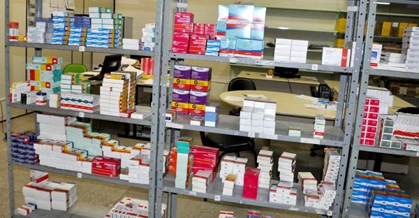 Ministério da Saúde suspende contratos com laboratórios públicos e internacionais