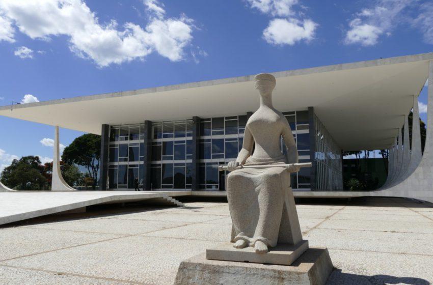 Supremo Tribunal Federal julga que revisão anual de vencimentos não é obrigatória para servidores públicos de todo Brasil.