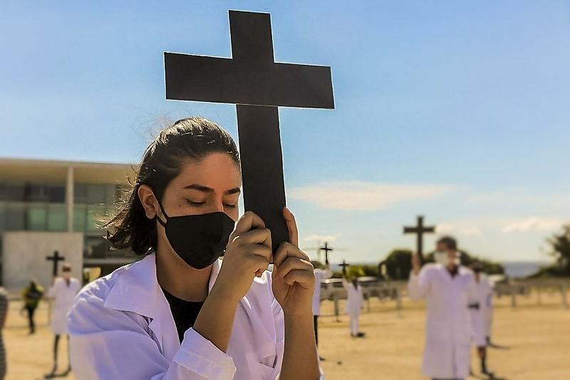 Profissionais da Enfermagem realizam ato em solidariedade aos 3 mil 800 colegas contaminados