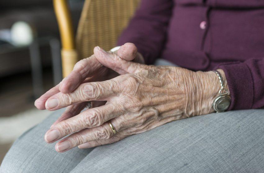 RISCO! Mais de 800 servidores com 60 anos ou mais permanecem trabalhando nas unidades de saúde da capital
