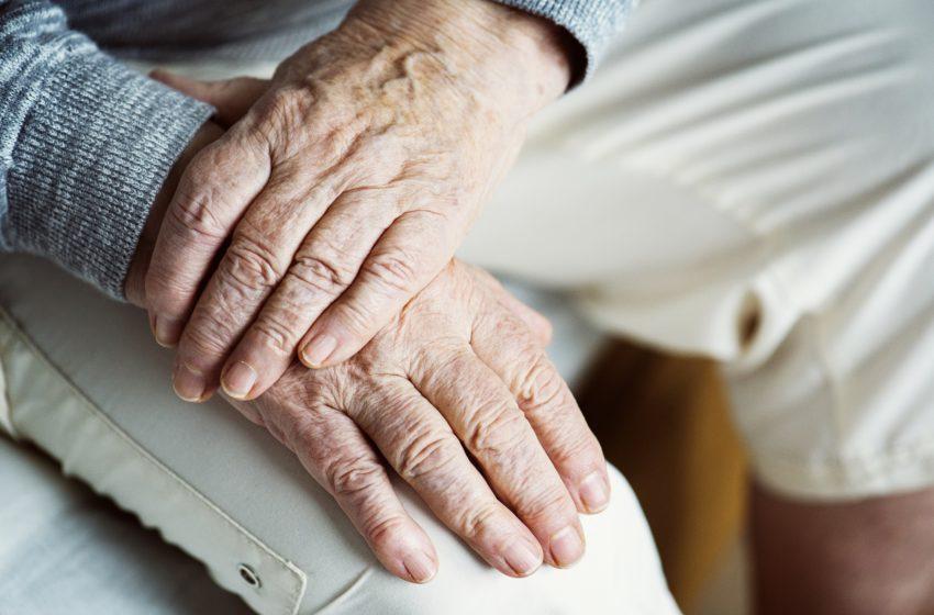 Aposentados podem pedir judicialmente suspensão da cobrança previdenciária (14,25%)