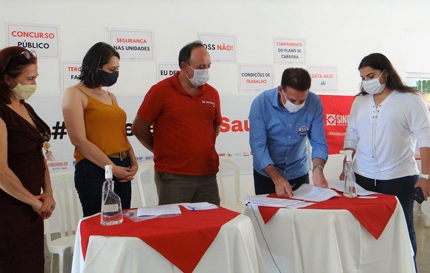 Vanderlan (PSD) assina termo de compromisso com a saúde e com a defesa do SUS