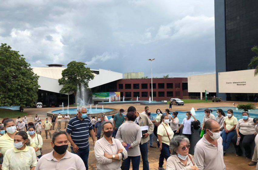 Sindsaúde manifesta na porta do Paço Municipal, reúne trabalhadores da saúde por direitos e por melhores condições de trabalho