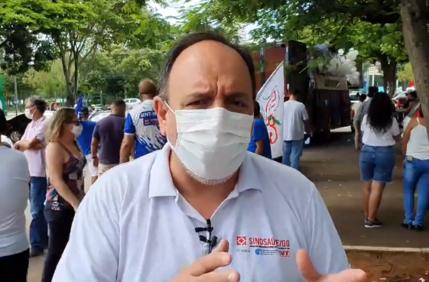 Sindsaúde presente na manifestação em defesa do SUS e da vacinação na Praça Universitária em Goiânia