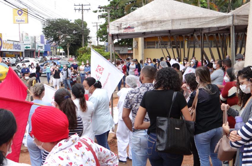 Após prefeitura tentar barrar manifestação de servidores, Sindsaúde se reúne com gestão de Gustavo Mendanha nesta terça (25)