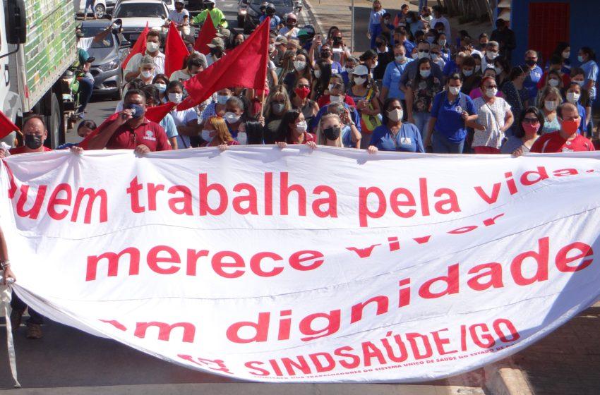 Servidores de Senador Canedo protestam contra fechamento da Maternidade Aristina Candida