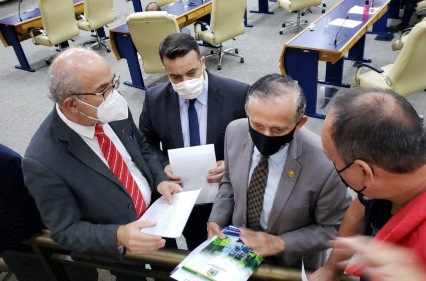 GOIÂNIA: entidades sindicais entregam documento a vereadores em defesa da data-base