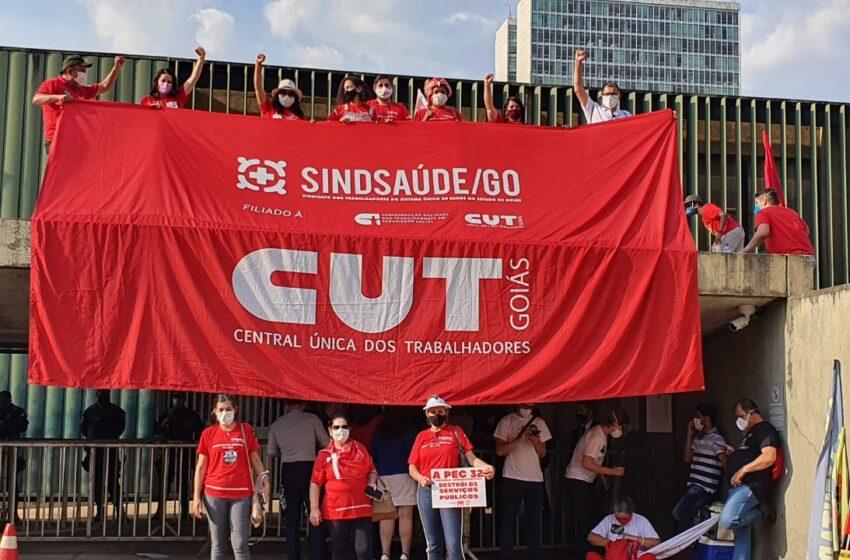Brasília: Sindsaúde participa de manifestação contra a PEC 32 e pela aprovação das PECs 14 e 22