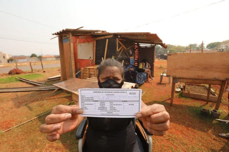 Sindsaúde e representante da CUT Goiás mobilizam vacinação dos moradores da ocupação Estrela Dalva